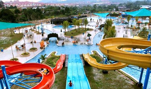 Wahana Air Queen Garden Waterboom Batam