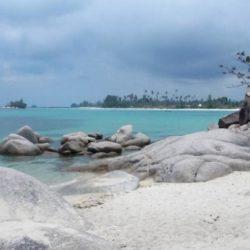 Destinasi Wisata Pantai Trikora di Bintan