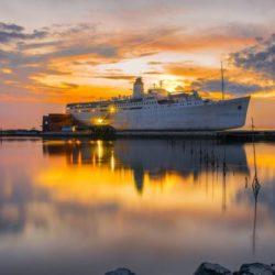 MV Doulos Phous tempat wisata di Bintan menarik