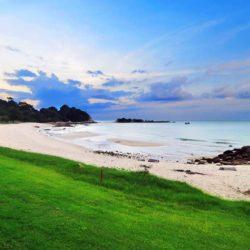 Wisata Menikmati Indahnya Pantai Lagoi Bintan